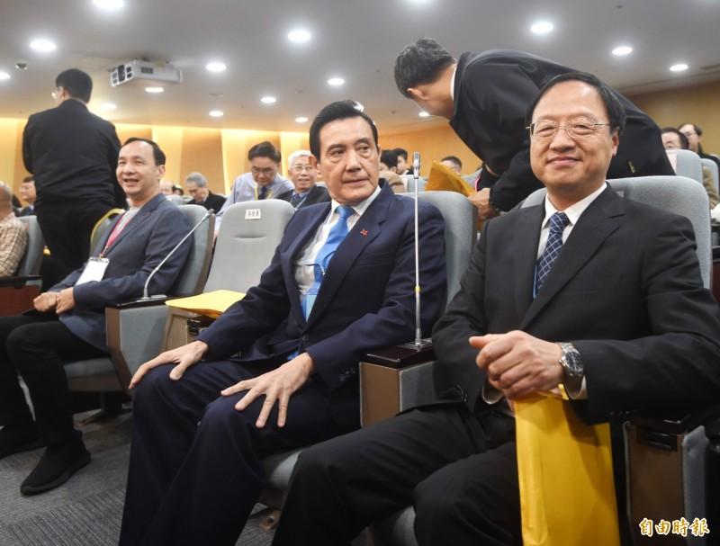 「民間能源會議」10日在台北舉行,前總統馬英九(中)、前行政院長江宜樺(右)、前新北市長朱立倫(左)出席。(記者方賓照攝)