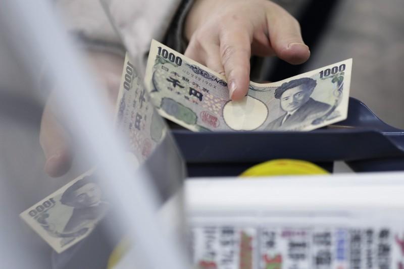 日本一名竊賊從沒上鎖的車內偷走760日元(約新台幣210元),卻把自己裝有2000日元(約新台幣554元)的錢包遺留在現場。(彭博)