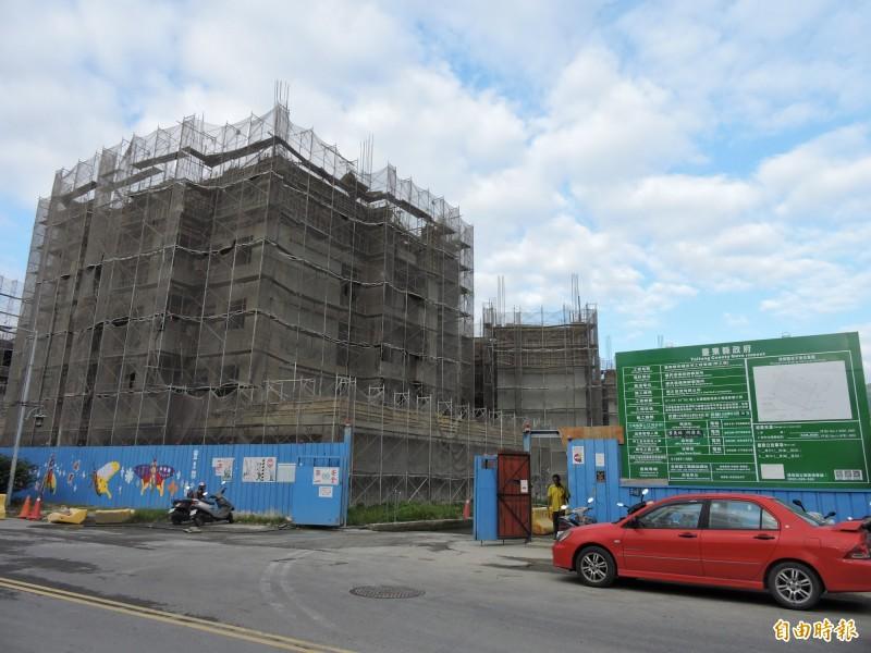 台東縣幸福住宅預計7月底可完工。(記者張存薇攝)