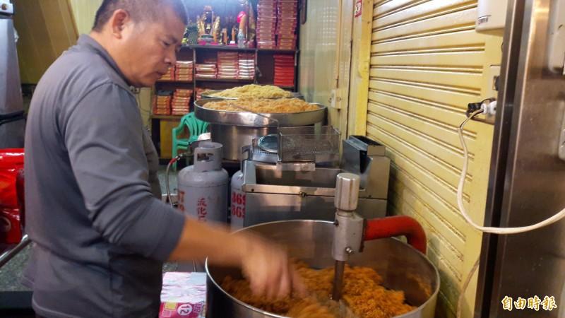 阿享高美肉鬆是知名肉鬆店,肉鬆都用當天現宰的豬肉製作。(記者林宜樟攝)