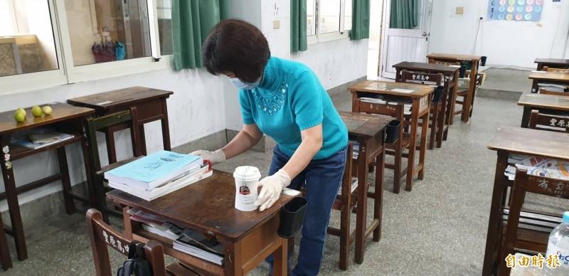 校方今天停課一天,並在校內加強衛教宣導及消毒。(記者歐素美攝)