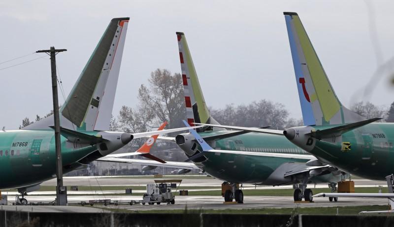 波音737 MAX 8半年內連摔兩架,波音公司表示,由於衣索比亞航空事故仍處於初步調查的階段,因此尚不需對擁有737 MAX 8客機的航空業者發出新指南。圖為在美國華盛頓州裝配廠內的數架737 MAX 8。(美聯社)