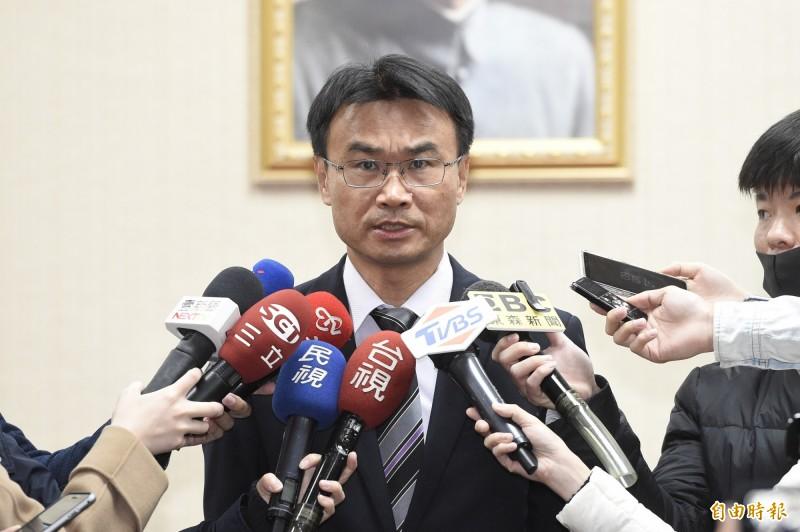 高雄市長韓國瑜被爆料簽下的5億元訂單都是中共黨營企業幫忙做業績,農委會主委陳吉仲對此表示,由大家來認定。(記者叢昌瑾攝)