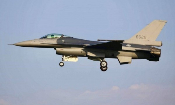 圖中編號6626戰機是空軍現役F-16性能提升為F-16V型的首架戰機。(讀者蔣冠倫提供)
