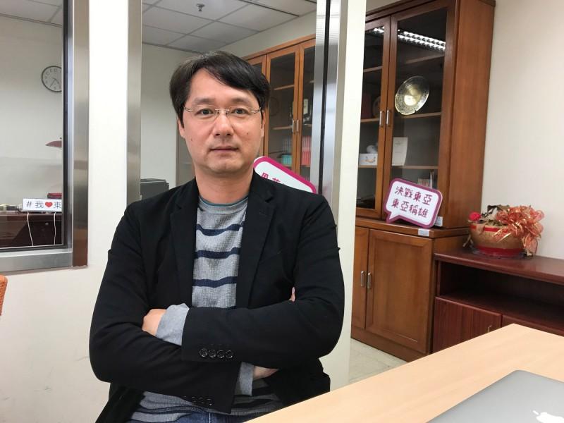 國立政治大學東亞研究所所長王信賢今(12)日表示,這是中國「一代一線」(青年一代、基層一線)的統戰手法,然而這些單位沒有明確的法令規定,恐成我國政府採取因應措施的「軟肋」。(中央社)