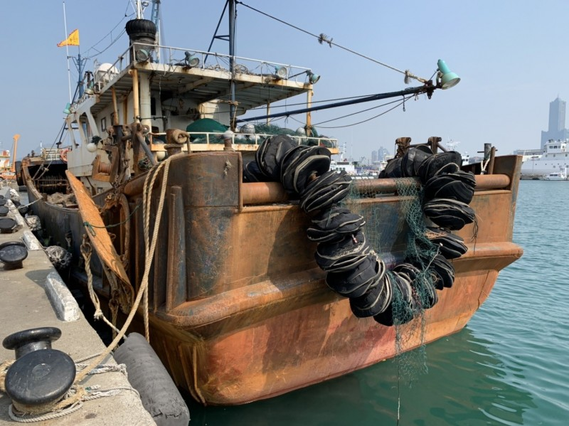 中國籍「閩龍漁61028」號漁船的拖網工具。(記者洪定宏翻攝)
