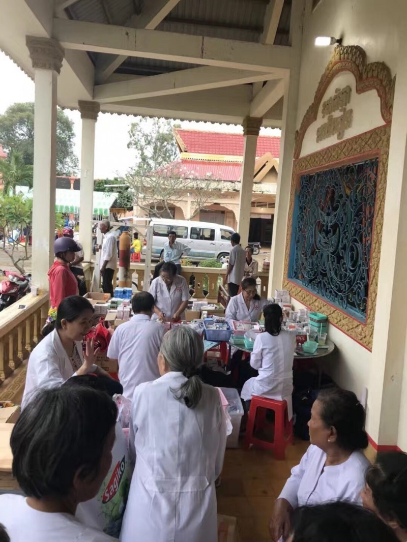 朱在越南出資舉辦下鄉義診活動。(朱品臻提供)