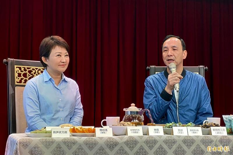 前新北市長朱立倫(右)認為,自經區可以為台灣創造更多附加價值。(記者張菁雅攝)