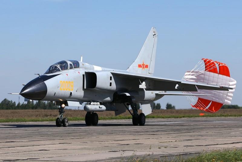 中共戰鬥轟炸機「殲轟-7A」,過去至少發生12次事故,造成至少17名飛官死亡,堪稱「寡婦製造者」。(圖擷自wiki)