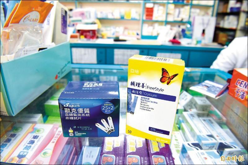 ▲食藥署提醒,使用血糖試紙應留意產品說明書、標籤或外盒刊載內容。(記者吳亮儀攝)