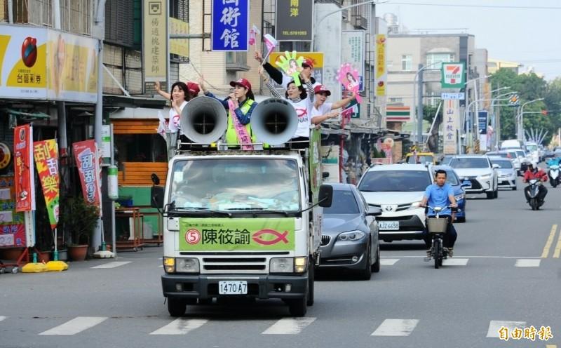 無黨籍候選人陳筱諭回防大本營麻豆,明天下午將舉辦麻豆車隊大遊行。(記者楊金城攝)