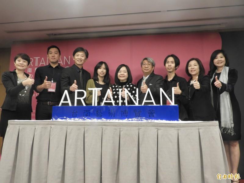 2019台南藝術博覽會明天在大億麗緻酒店登埸,中華民國畫廊協會及台南市文化局今天聯合宣傳。(記者洪瑞琴攝)