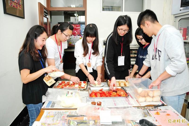 靜宜大學西文系「西語新世界探索營」吸引高中職生參加。(記者張軒哲攝)