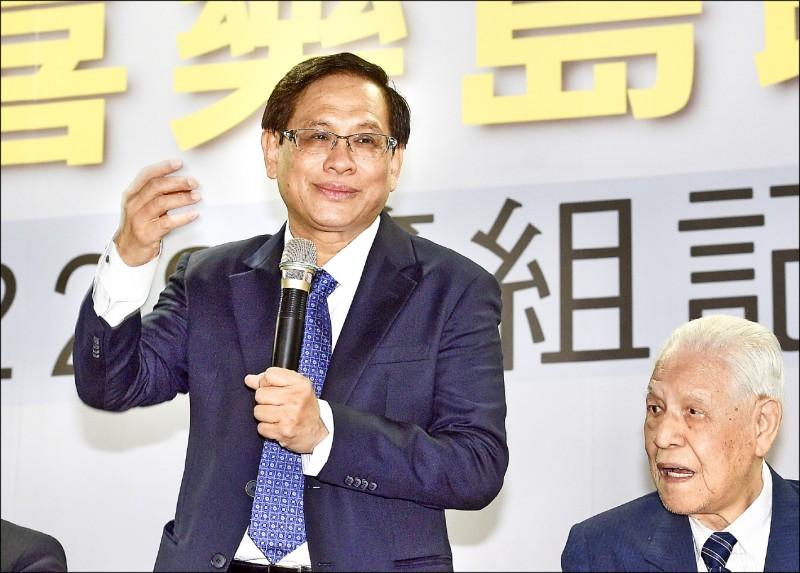 民視母公司、最大股東「民間投資公司」昨下午召開董事會,換掉董事長郭倍宏(左)。(資料照)
