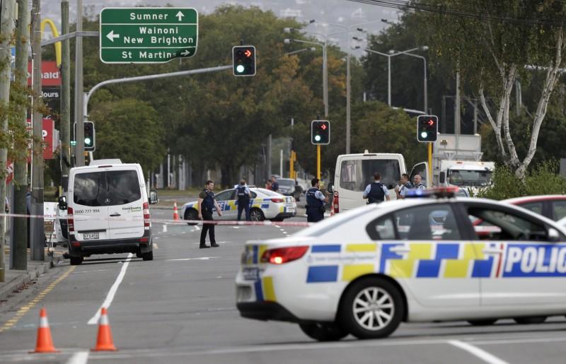 紐西蘭基督城今天發生的2起重大槍擊案,造成至少49人死亡;目前紐西蘭全國警力總動員,全力追捕逃逸的恐怖份子,並圍堵之後可能發生的恐怖攻擊(美聯社)
