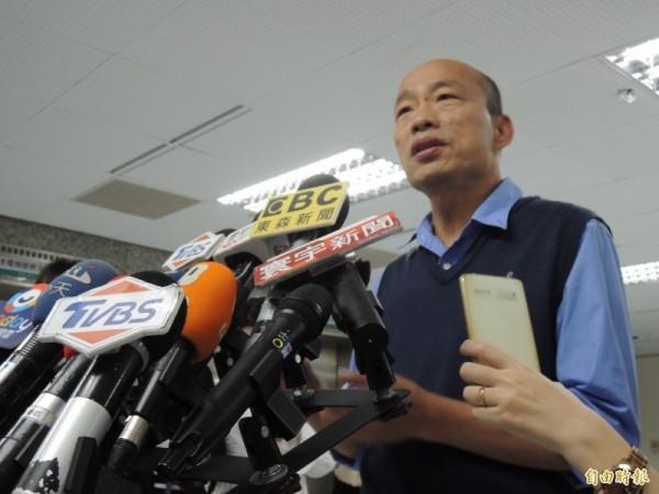 高雄市長韓國瑜日前在廣播節目中爆料,指高雄地下箱涵檢查出1萬多個洞,不過市議員林于凱跟著水利局到下水道勘查後,發現是1萬多處的些微破損。(資料照)