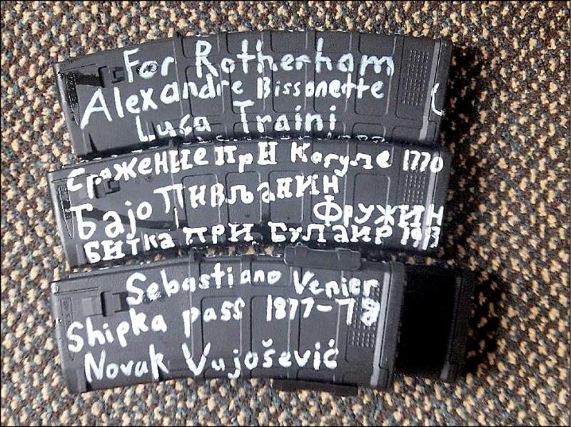 槍手的武器上寫有進行種族或宗教戰役名人的名字。(路透)