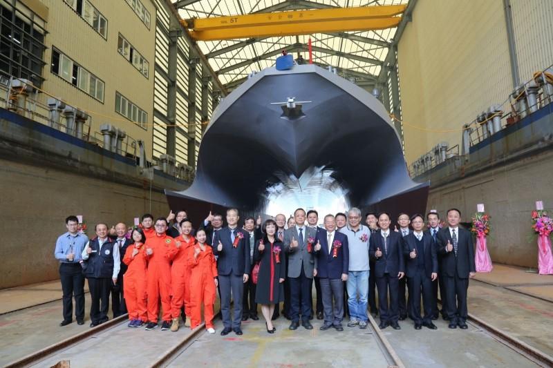 中科院與德造船廠共同為「光榮之星」海上測試載台舉行下水典禮。(圖:中科院提供)。