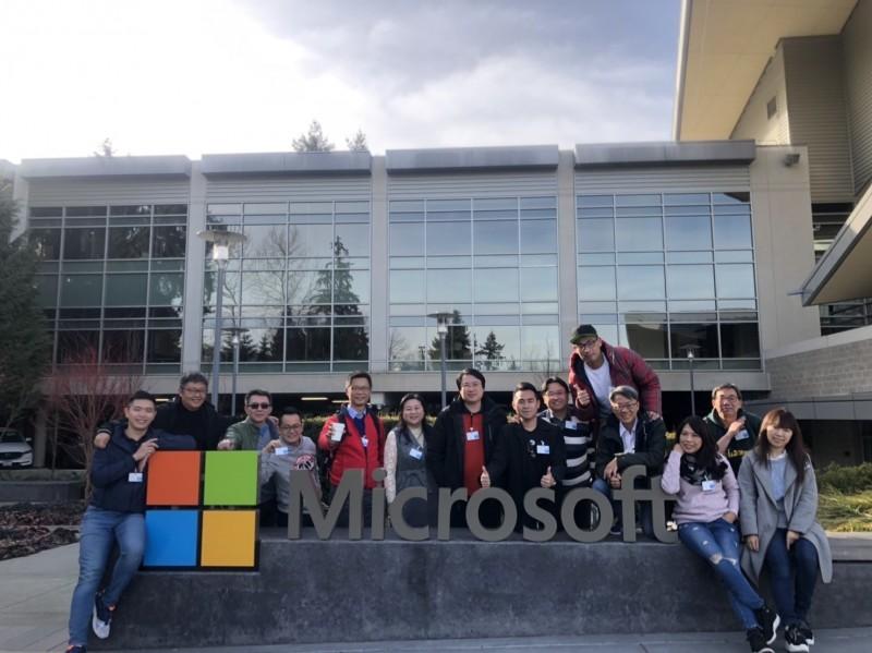 林右昌率訪問團到西雅圖參訪微軟總部。(基隆市政府提供)