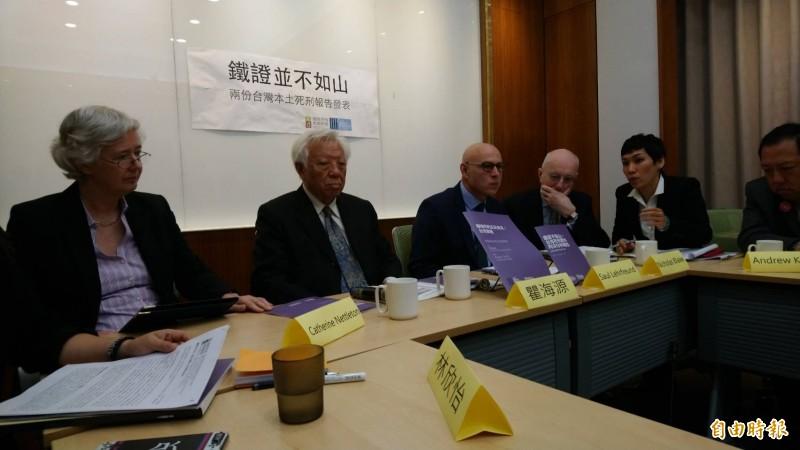 政府有意修法將酒駕累犯致死案件,最重可判死刑。對此,國際專家警告,台灣已簽署兩人權公約,若擴大死刑適用,將違背人權精神。(記者陳鈺馥攝)