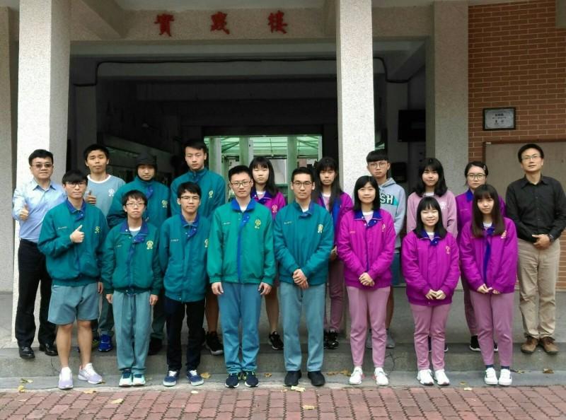 國立竹南高中72名學生成功摘星,40人上國立大學。(記者鄭名翔翻攝)