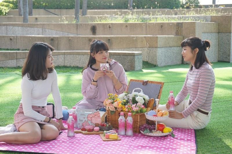 夢時代為女性消費者打造專屬的野餐活動,今年以「粉紅泡泡」為主題。(圖/夢時代提供)