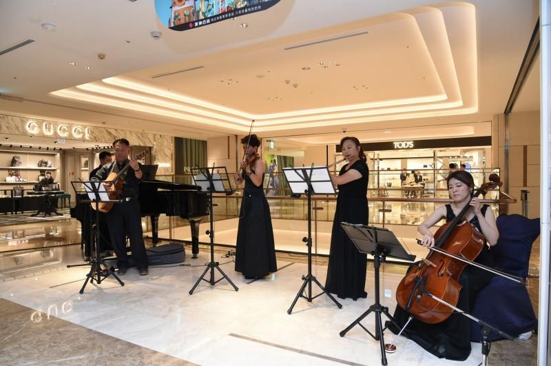 漢神百貨斥資20億打造精品齊聚的國際購物殿堂,並帶來音樂饗宴。(記者張忠義攝)