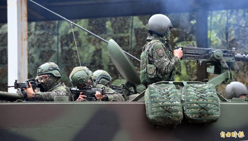 梁文道認為,能夠決定台灣對中國侵台戰爭的反應,「自然就是台灣對自己軍事實力的評估,以及台灣人民的意志了。」(資料照,記者廖振輝攝)