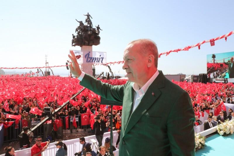 不少社群媒體紛紛下架該影片,但土耳其總統竟把恐攻影片當成競選工具,煽動選民情緒。(歐新社)