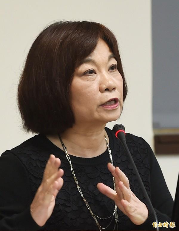 國發會主委陳美伶今在質詢時表示,卡片上只會顯示姓名、身分證字號、相片,不會出現國旗。(記者方賓照攝)