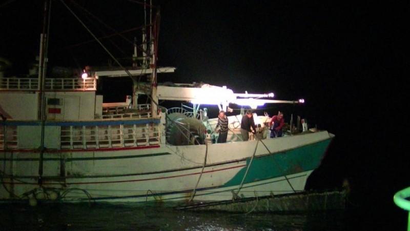 澎湖海巡隊查扣非法電魚漁船 維護海洋資源