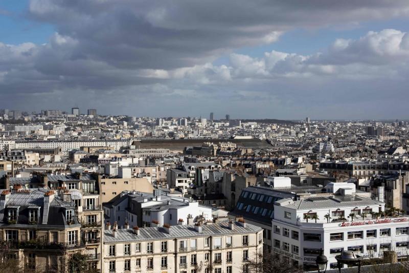 經濟學人智庫「2019年全球生活成本調查」出爐,世界上生活成本最貴城市由新加坡、巴黎、香港並列第一名。圖為巴黎一景。(法新社)