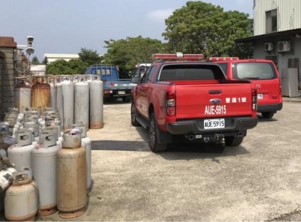 不定時炸彈! 竹北鐵皮倉庫驚見80支瓦斯鋼瓶