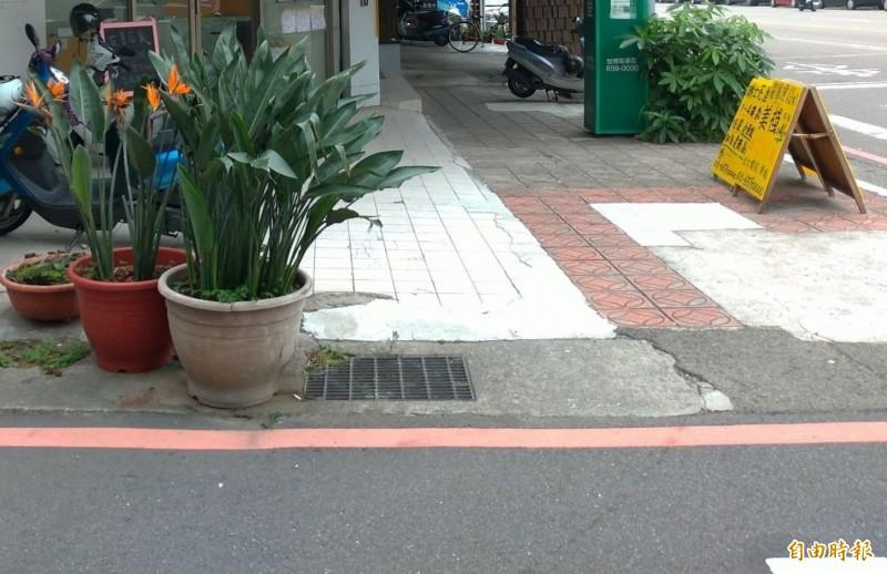 新竹市人行道路霸退散 竹檢即起大掃蕩