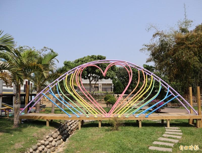 大雅小麥文化節的彩虹橋,目前已移置到「蜻定橫山」公園。(記者歐素美攝)