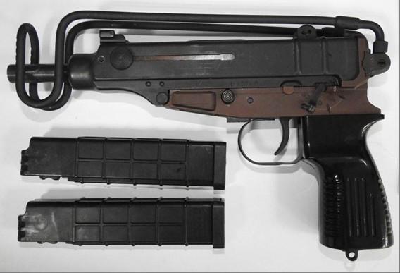 中壢警查緝毒品 意外起獲制式衝鋒槍