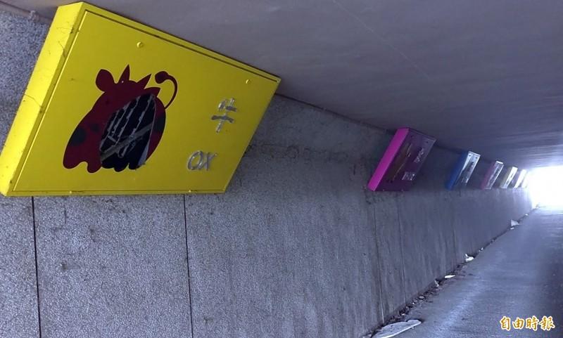南投星空夜廊淪為「垃圾巷」 鄰長火大設告示牌