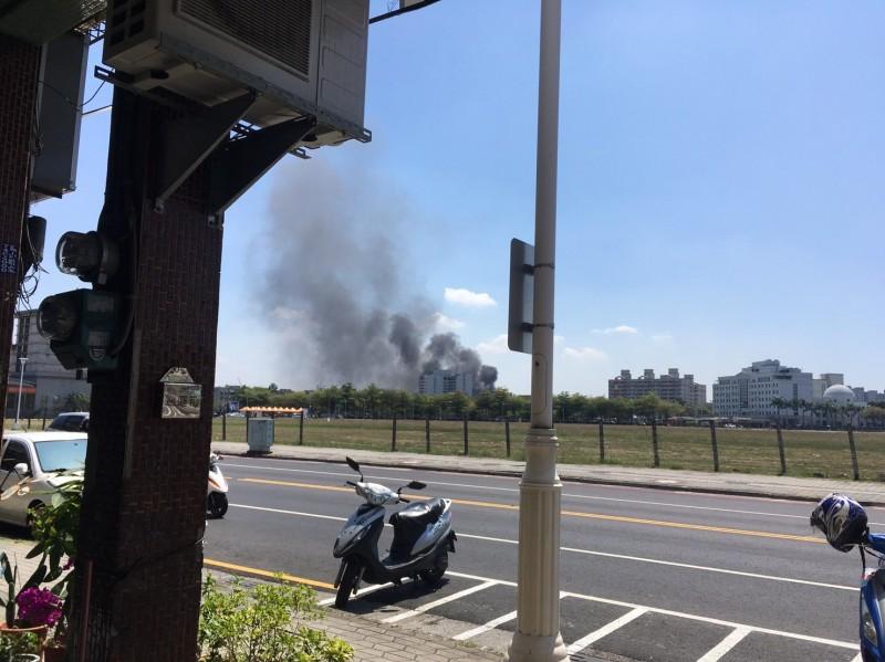 高雄鳳山民宅火警 大量濃煙竄出