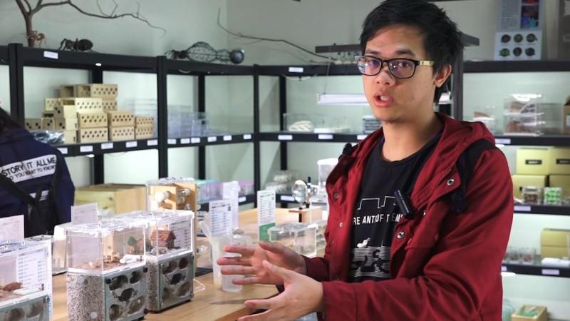 螞蟻飼育員王秉誠暢談在工作中所遇到的甘苦。(攝影:胡姿霞)