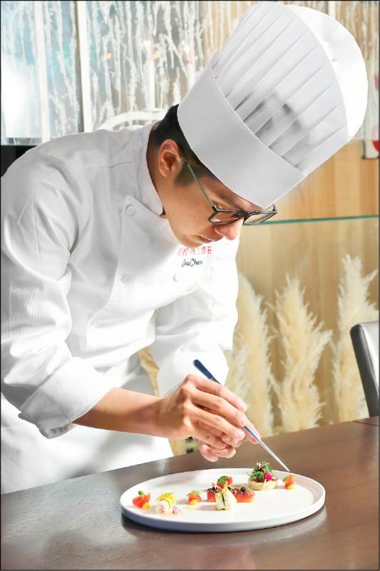 主廚陳又銘對於懷石料理有著極大的熱情,不只注重餐點口感,在擺盤視覺上也十分用心經營,色香味俱全。(記者陳宇睿/攝影)