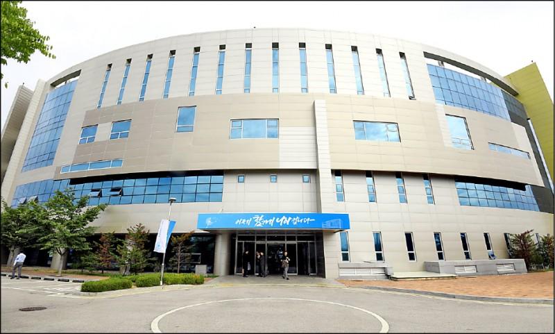 北韓開城市兩韓共同聯絡辦公室於去年9月14日正式揭牌運作,係去年4月首次「文金會」成果之一。(歐新社檔案照)