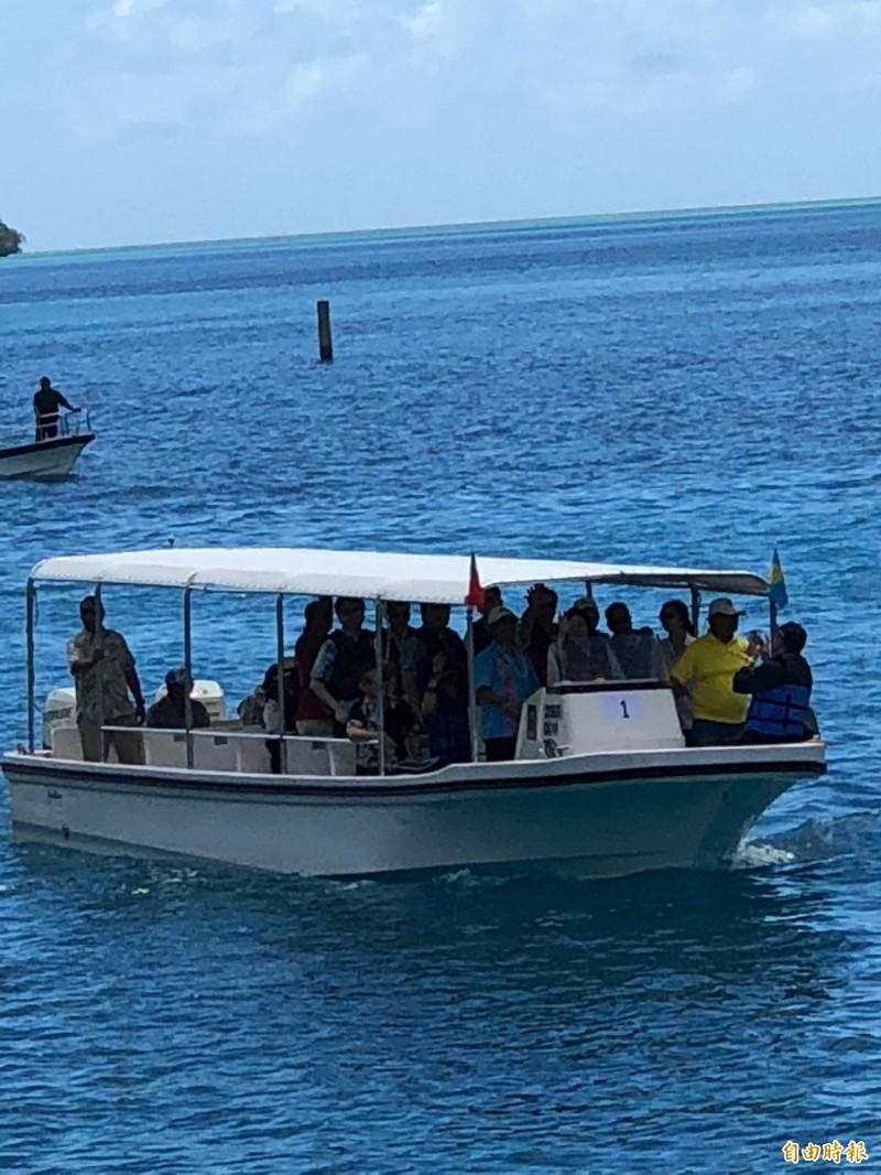 小英觀看海豚復育 帛琉總統親駕船導覽
