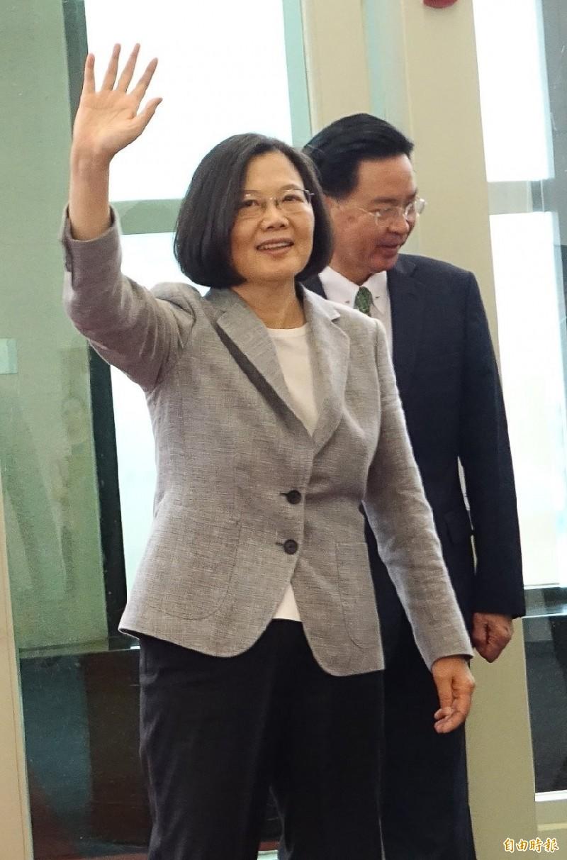高雄市長韓國瑜昨天進入香港中聯辦與中聯辦主任王志民見面,正在帛琉訪問的蔡英文總統批評,這是中國製造一國兩制的氛圍,不清楚韓市長有沒有這樣的警覺。(資料照)