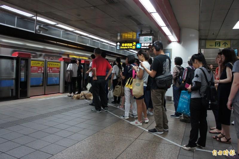 北捷服務人員態度惹議 女問路竟遭反嗆「看不懂中文嗎」