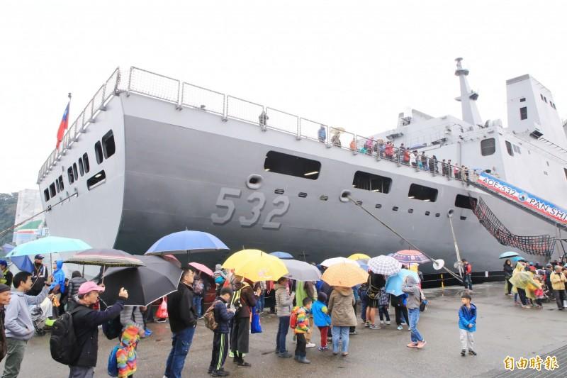 海軍敦睦支隊24、25日天在基隆港東五碼頭開放民眾參觀。(記者林欣漢攝)