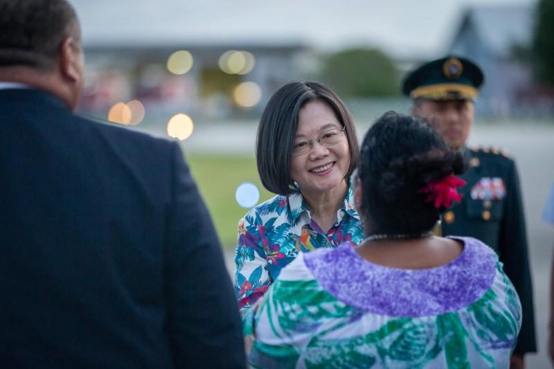蔡英文總統「海洋民主之旅」台北時間24日下午抵達第二站諾魯訪問。(取自蔡英文「蔡英文 Tsai Ing-wen」臉書)