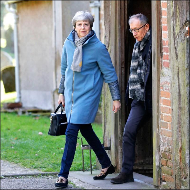 英國首相官邸否認梅伊被逼宮下台。(法新社)