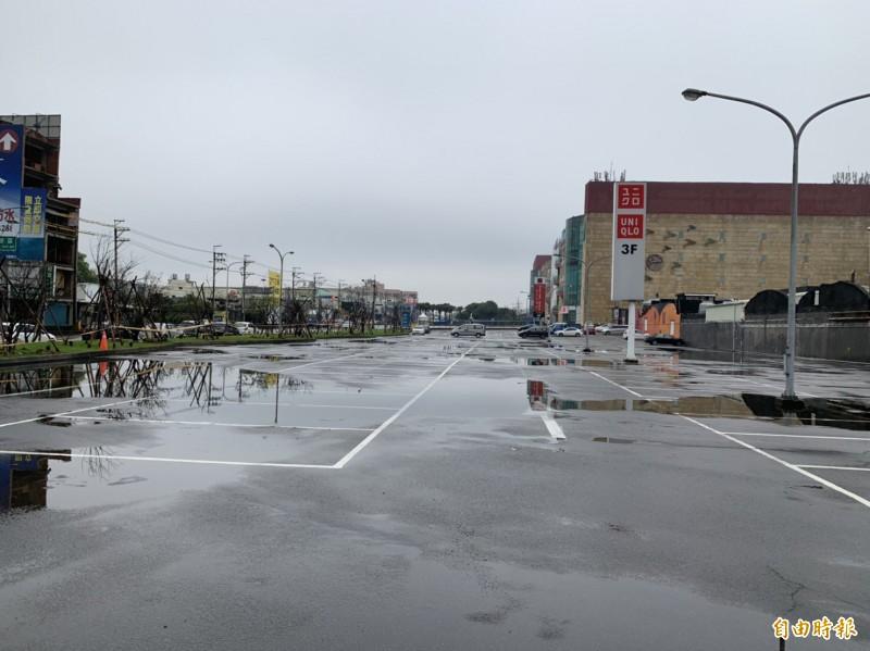大江購物中心完成二期用地變更,準備開發擴大版圖。(記者李容萍攝)