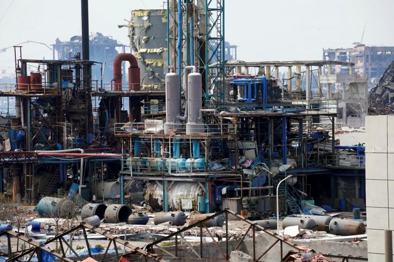 中國江蘇化工廠爆炸(圖),之前被統計64死及28失蹤全「被消失」了。(路透)