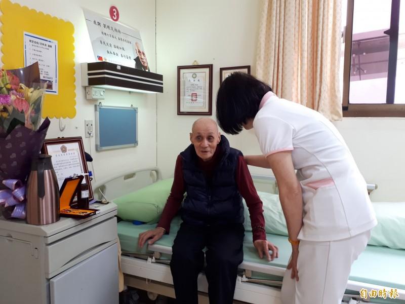 新竹榮民之家88歲老榮民劉明芝一生簡樸勤儉。(記者洪美秀攝)